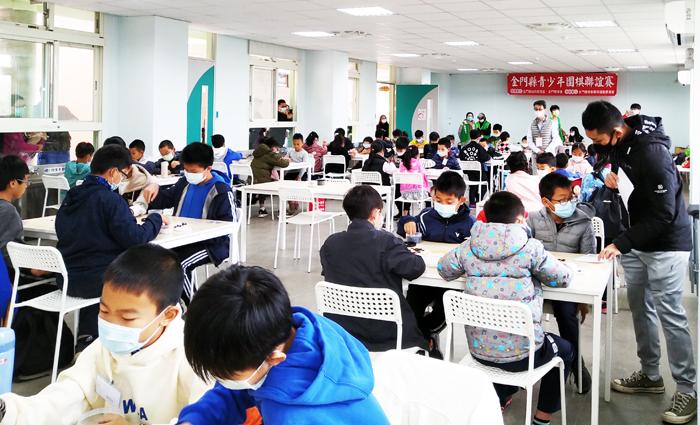 金門體育會圍棋運動委員會辦理「金門縣青少年圍棋聯誼賽」比賽情形。(圍棋運動委員會提供)