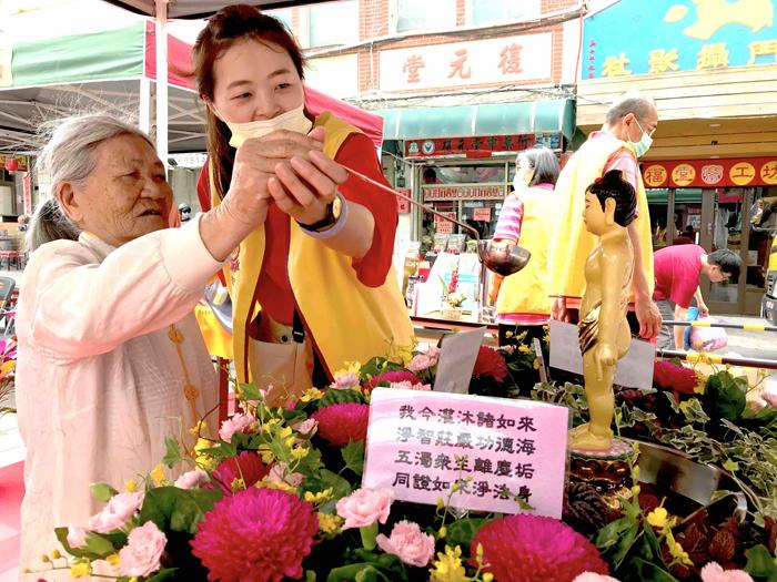 福智佛教基金會為傳遞感恩祥和的社會風氣,特別舉辦母親節活動及慶祝佛陀誕辰。(李增汪攝)