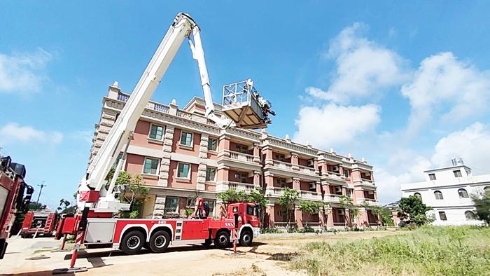 金湖消防分隊於轄內「十美渡假村」辦理大隊組合訓練,演練火警搶救及傷病患救護。(金湖消防分隊提供)