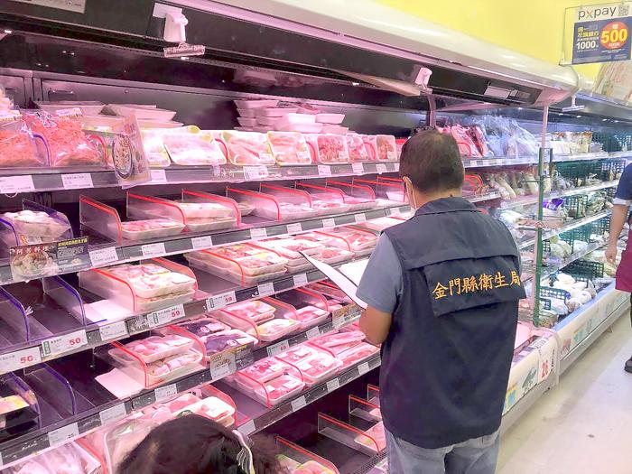衛生局人員不定時稽查進口牛豬肉品。(衛生局提供)