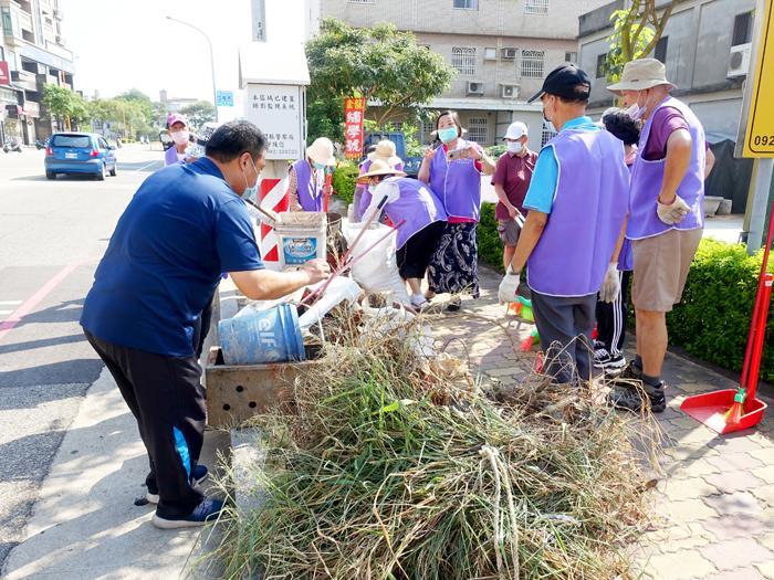 110年社區環境清潔日活動,金城鎮全鎮25個社區一起動起來,齊力整理家園環境。(金城鎮公所提供)